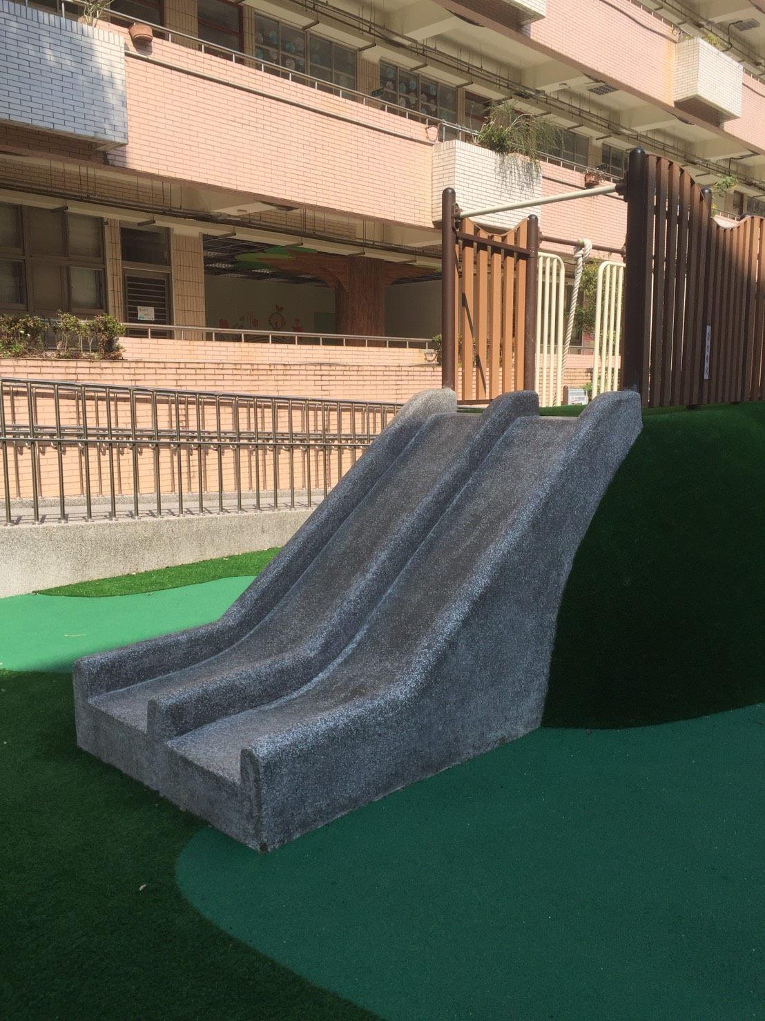 抿石子滑梯