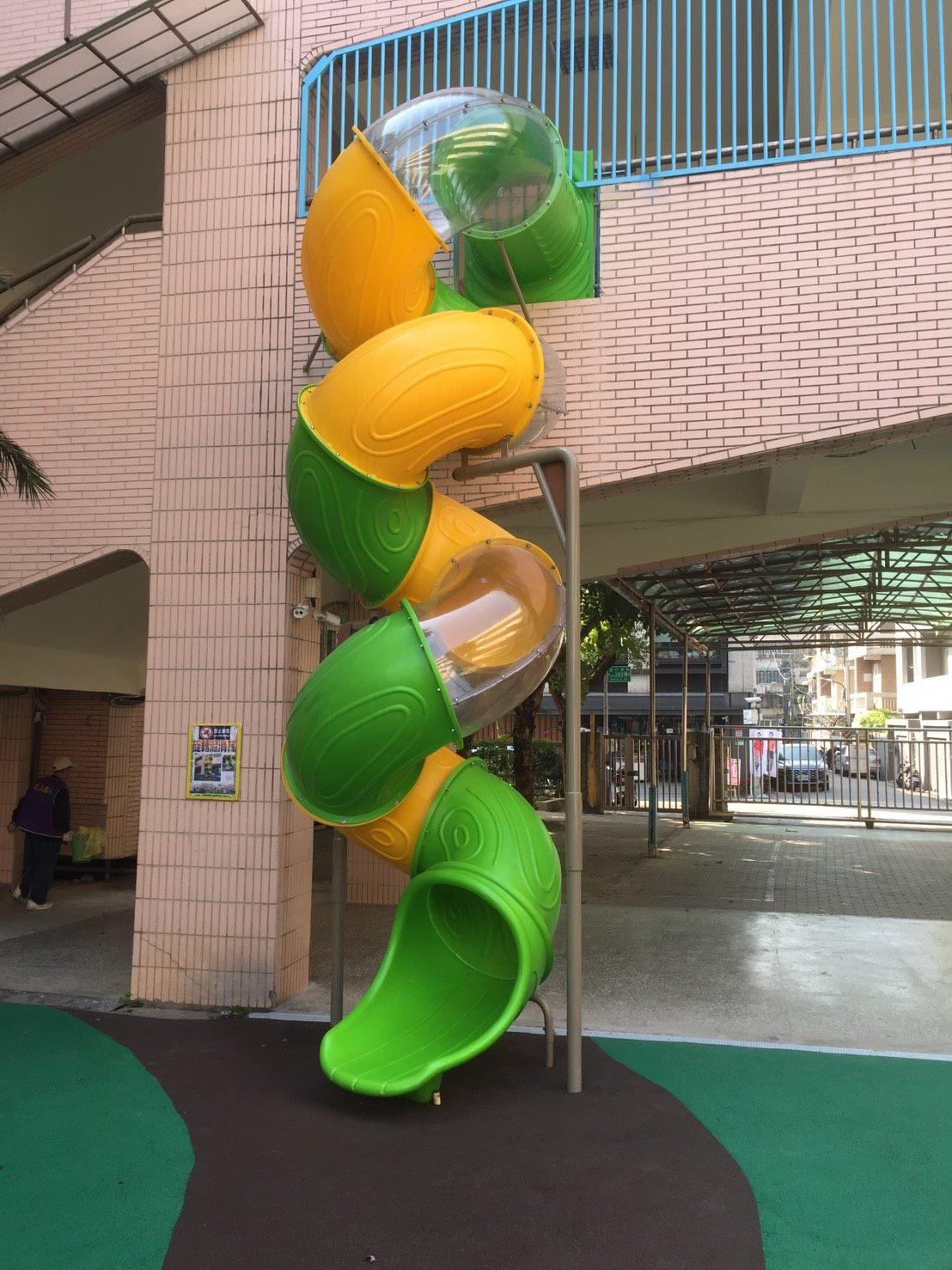 管狀螺旋滑梯