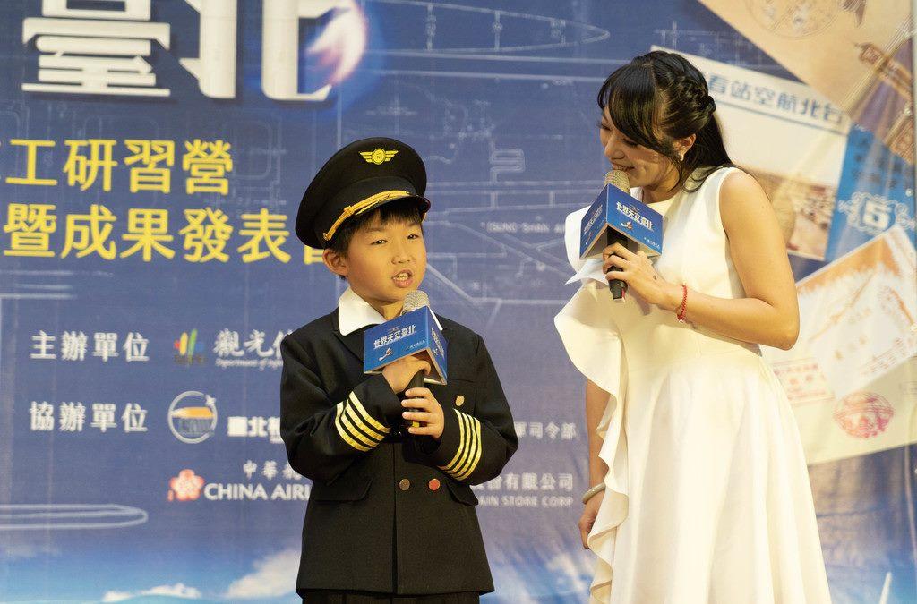 永吉國小四年級岳威羽小朋友希望自己像謝文達一樣成為守護人民的飛行員