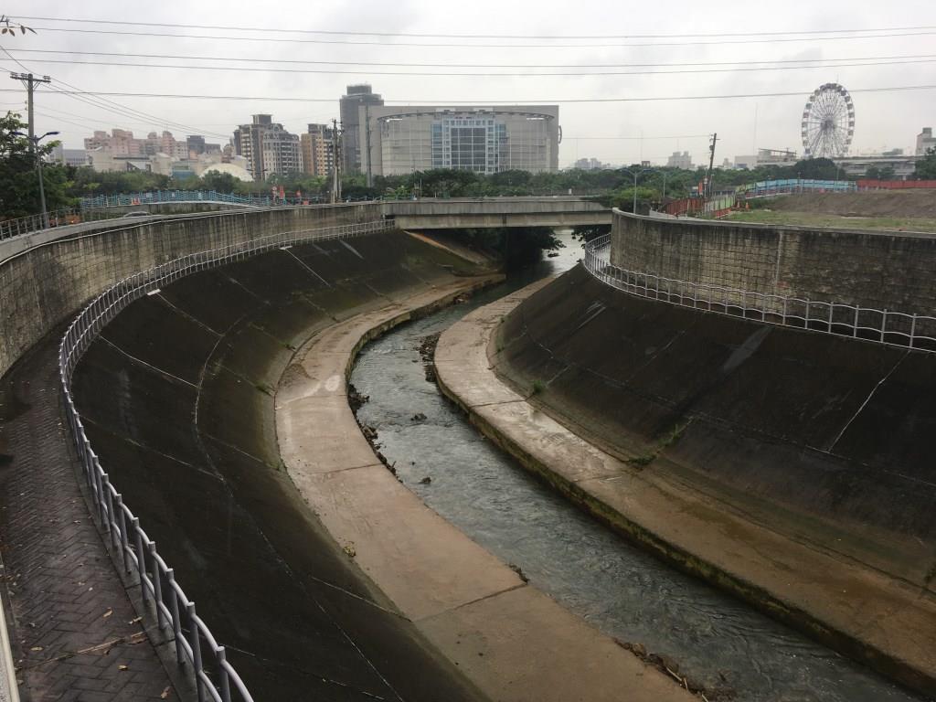 施工前堤防裂縫及沉陷