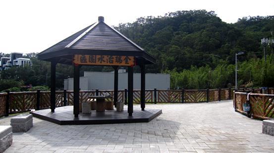 堤頂景觀涼亭及座椅景