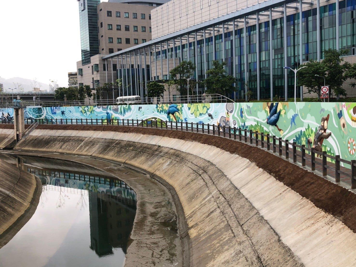 完工後堤外堤壁立體彩繪及步道