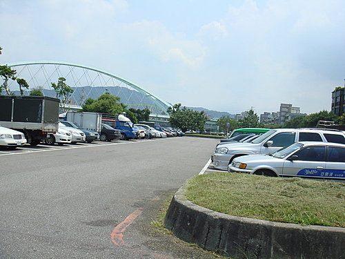 河濱公園停車場